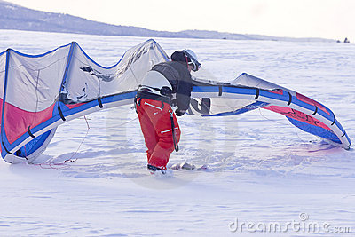 Adjusting the snow kite.