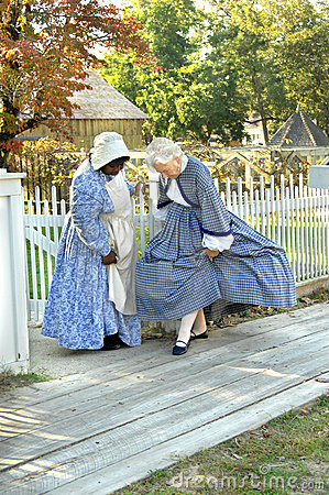 Admirando trajes da era da guerra civil