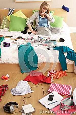 Camera da letto disordinata foto stock – 21 camera da letto ...