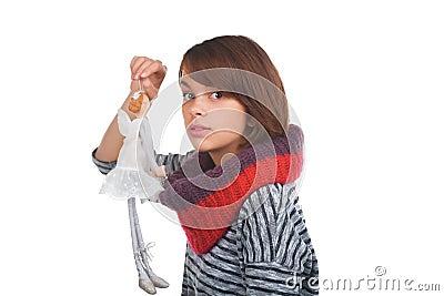 Adolescente con il burattino piacevole