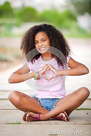 Adolescente consideravelmente afro
