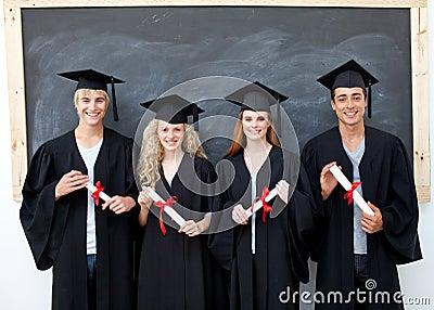 Adolescentes após a graduação