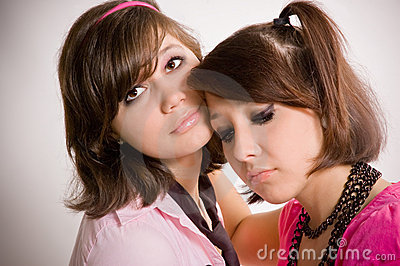 Adolescentes tristes de las muchachas