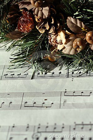 Advent wreath on music notes