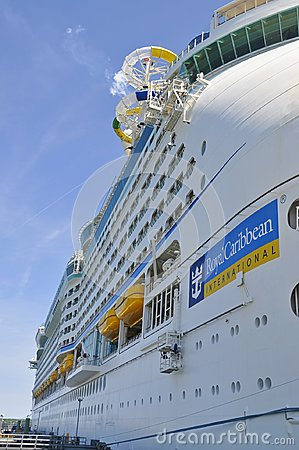 Free Adventure Of The Seas Cruise Ship In Portland Royalty Free Stock Photo - 121344345