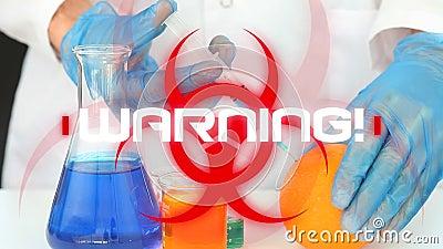 Advertencia de palabra. escrito sobre el signo del peligro para la salud sobre el científico en segundo plano metrajes