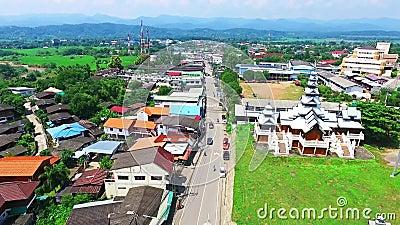 Aerial of Cultural Historic Landmark Architecture at Mae Sariang, Północna Tajlandia 02 zdjęcie wideo