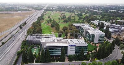 Aerial move right of Samsung Research America SRA campus in Silicon Valley zbiory