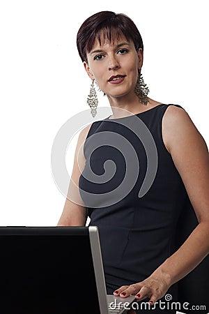 Affärskvinna och bärbar dator