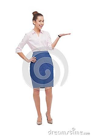 Affärskvinna som presenterar något