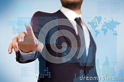 Affärsman som använder den futuristic touchskärmen