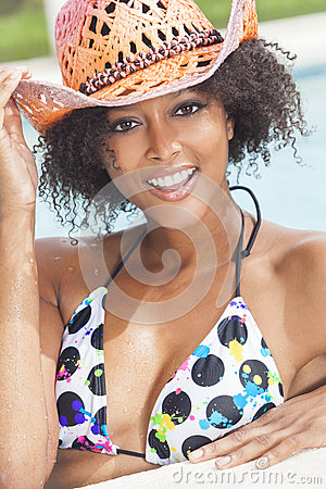 Free African American Woman Girl In Swimming Pool Royalty Free Stock Photos - 27643198