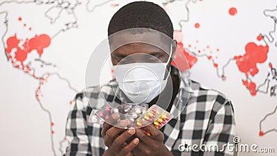 Afro-americano dificilmente pode escolher o remédio certo para a doença video estoque