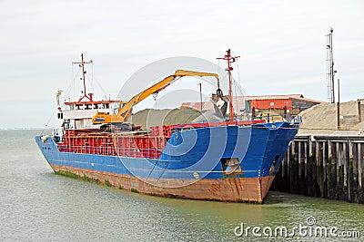 Aggregates cargo ship
