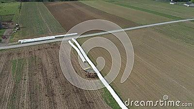 Agriculteur amish Seeding His Field avec 6 chevaux clips vidéos