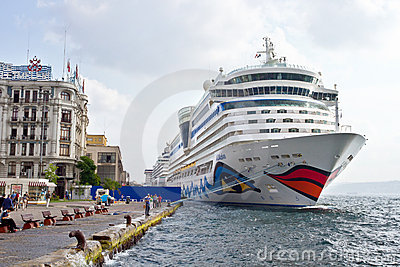 AIDA s Diva Ship in Istanbul Editorial Stock Photo