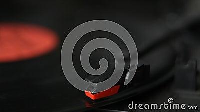Aiguille de plaque tournante et plan rapproché de disque de vinyle banque de vidéos