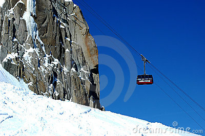 The aiguille du midi cable car arriving