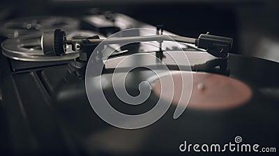 Aiguille tournante sur disque vinyle Lecteur de vinyle classique Vintage clips vidéos