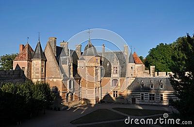 Ainay-le-Vieil castle