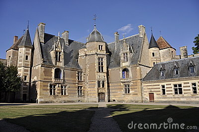 Ainay-le-Vieil chateau