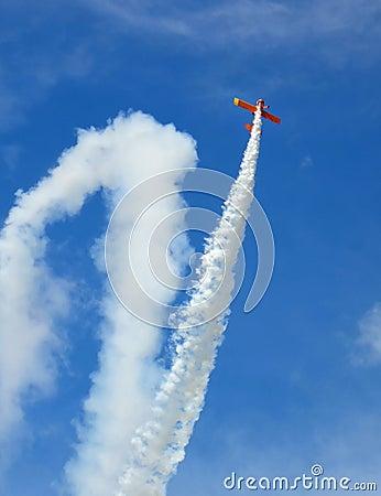 Free Aircraft Acrobatics Royalty Free Stock Photography - 14970657