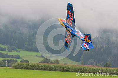 Aircraft - Model Aircraft - low wing aerobatics - Red Bull