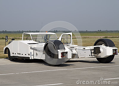 Aircraft tractor