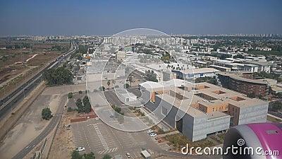 Airliner atterrit à l'aéroport de Tel Aviv banque de vidéos