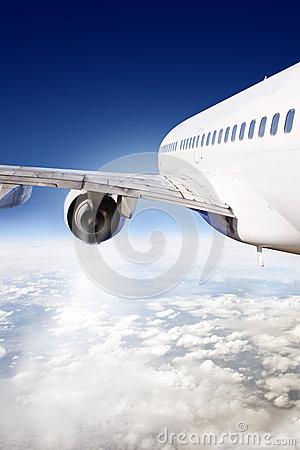 Free Airliner In Flight Royalty Free Stock Photography - 26267767