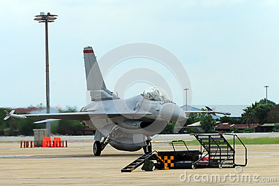 Airplane f16