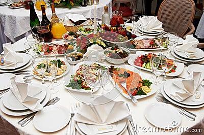 Ajuste festivo da tabela para o banquete