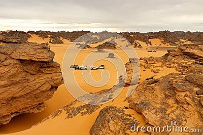 Akakus野营的沙漠山撒哈拉大沙漠