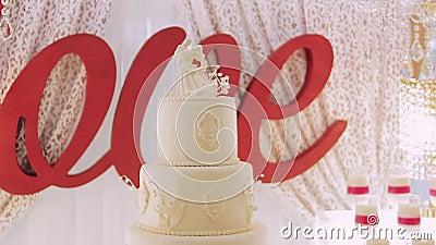 Ake de liefde Ð ¡ nam cake voor partij toe stock footage