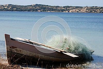 βάρκα που αλιεύει τη Μοζ&al