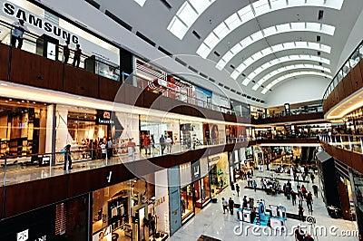A alameda de Dubai Imagem Editorial
