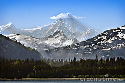 Alaska-Schnee mit einer Kappe bedeckter Berg