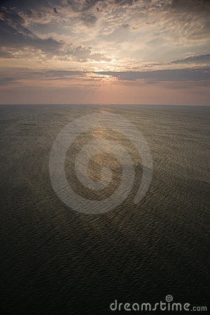 Alba sopra l oceano.