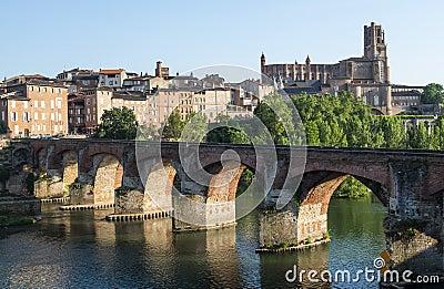 Albi bro över den Tarn floden