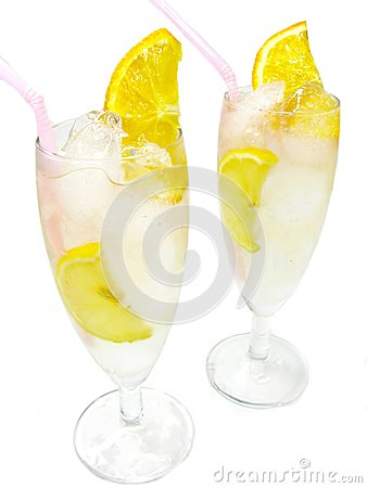Alcoholic cocktail drinks with lemon