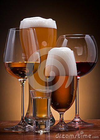 Free Alcoholic Drinks Royalty Free Stock Photos - 25114288