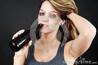 Alcoholische jonge moman