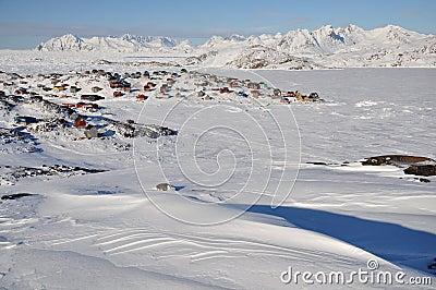 Aldea alejada en invierno, Groenlandia