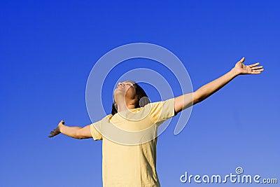 Alegria, elogio da juventude e fé