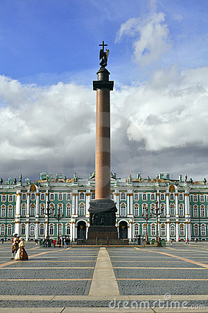 Alexander Column en het Paleis van de Winter, St. Petersburg Redactionele Foto