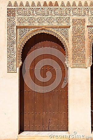 Alhambra de Granada: Moorish ornated door