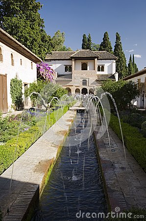 Alhambra - garden with fountain