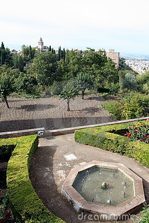Free Alhambra Gardens Royalty Free Stock Images - 22635869