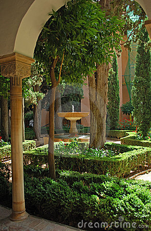 Free Alhambra Palace Gardens Royalty Free Stock Photo - 17874335