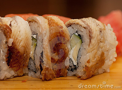 Alimento tradicional de Japón - rodillo
